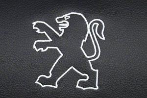 Broderet logo med hvid søm